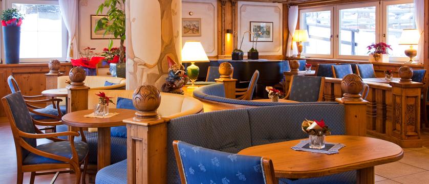 italy_dolomites-ski-area_val-di-fassa_hotel-medil_lounge.jpg